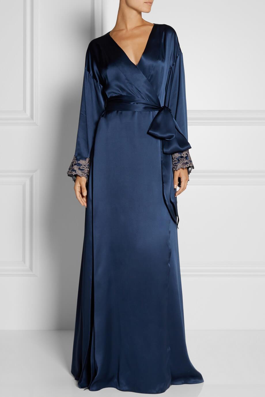 black silk robe - HD920×1380