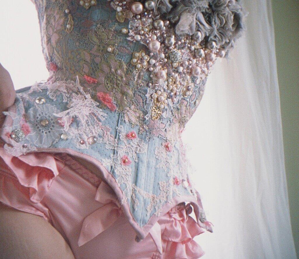 Corset: collaboration of Pop Antique, Dark Garden, Sparklewren, Karolina Laskowska, Neon Duchess, and Laurie Tavan | Photo © Stereo Photo Album
