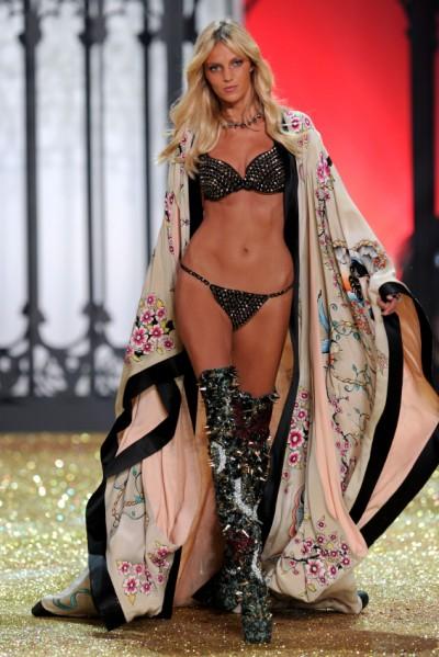 7 - 2010 Victoria's Secret Fashion Show Kimono