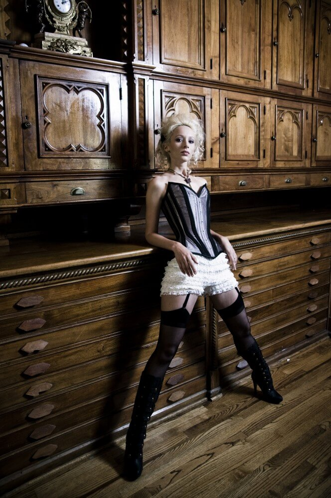 Dark Garden Alsycia corset | Model: Marina | Photo © Chris Mackessy