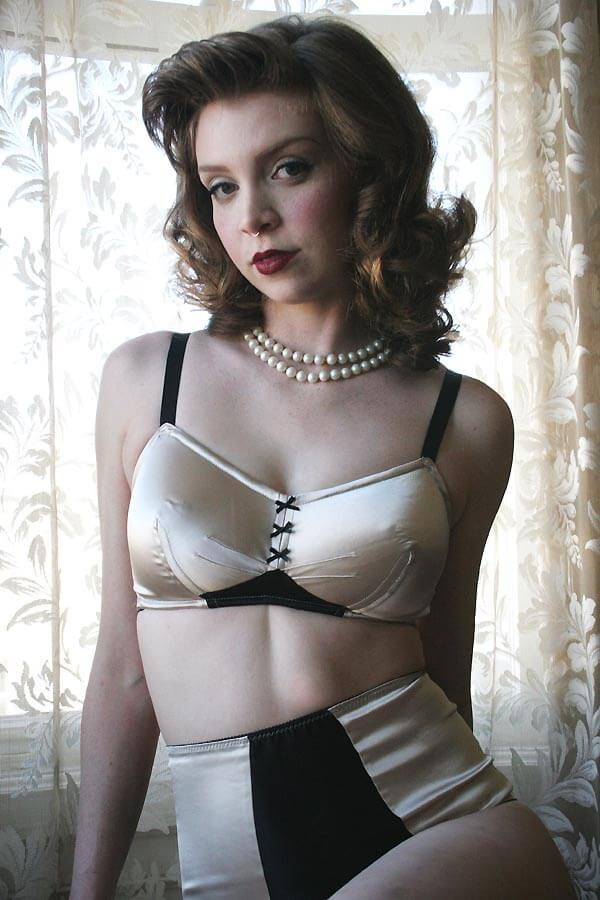 Dollhouse_Bettie_Satine