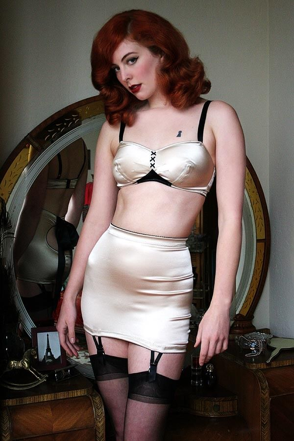 Dollhouse_Bettie_Satine_Bra_Colorblock2