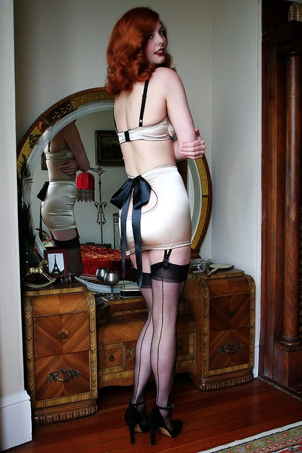 Dollhouse_Bettie_Satine_Keyhole_Champagne2