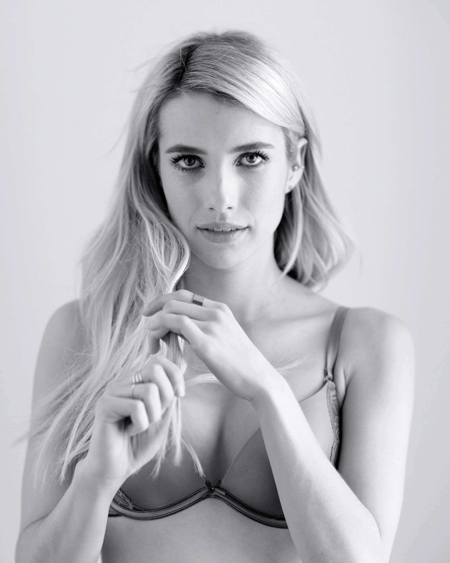 4c445beee1c8e Emma-Roberts -Photoshoot-for-Aerie-Untouched-campaign-13