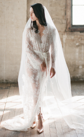 Girl with a Serious Dream - Swan Queen Long Lace Robe