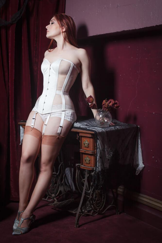 "Dark Garden ""Risqué Sweetheart"" in ivory | Model: Victoria Dagger | Photo © Chris Gaede"
