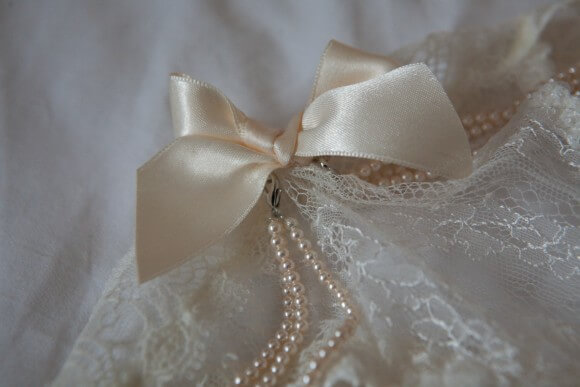 Detachable pearls on the front of the thong