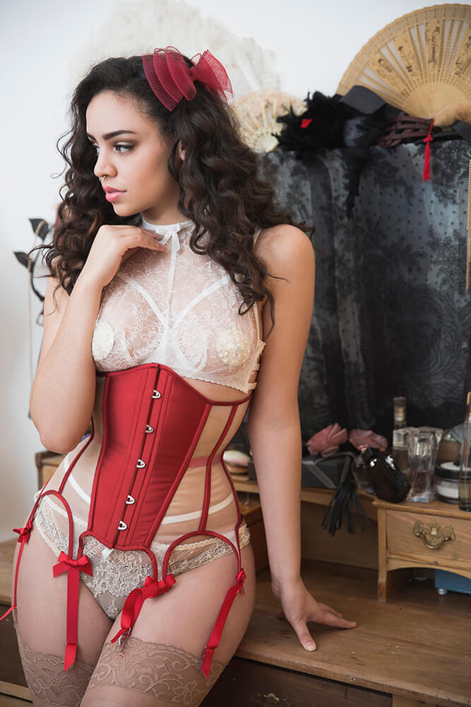Lingerie by Karolina Laskowska, corset by Ava Corsetry, bow by Pop Antique. Photography by Tigz Rice Studios, modelled by Yazzmin.