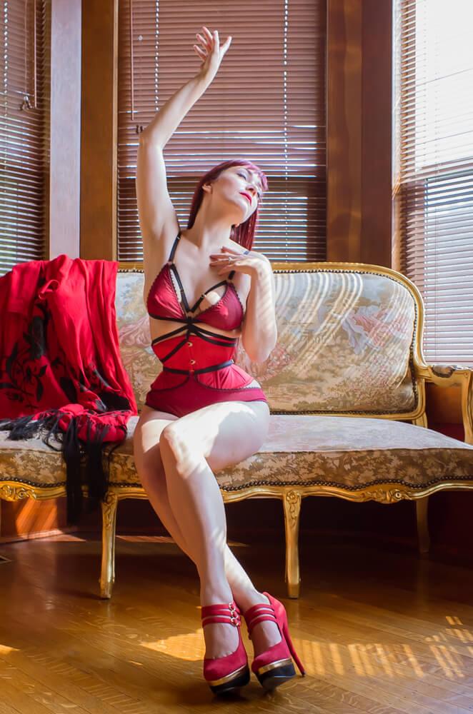 Dark Garden bespoke waspie corset | Styled with Karolina Laskowska lingerie | Model: Victoria Dagger | Photo © Alyxander Ryan
