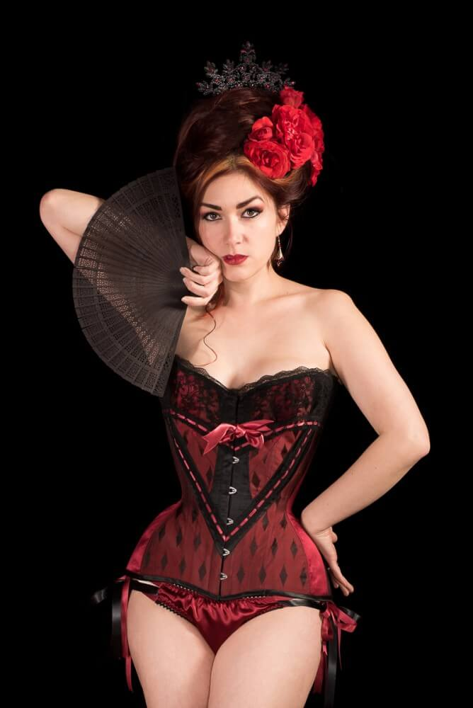 Laurie Tavan red and black lace overbust corset | Model: Victoria Dagger | Photo © Martin Ave