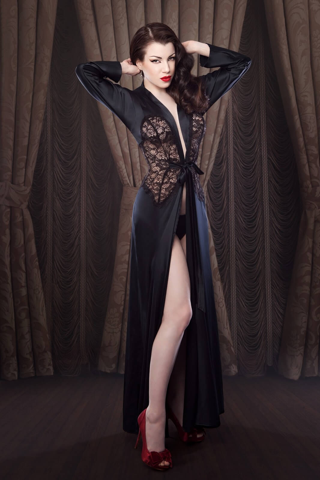 Betty Blue's – Nell satin robe via Faire Frou Frou