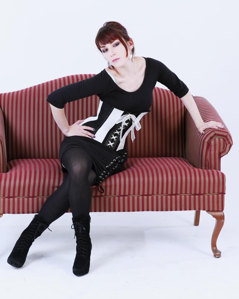 Pop Antique underbust corset | Model: Victoria Dagger | Photo © Ava Photo