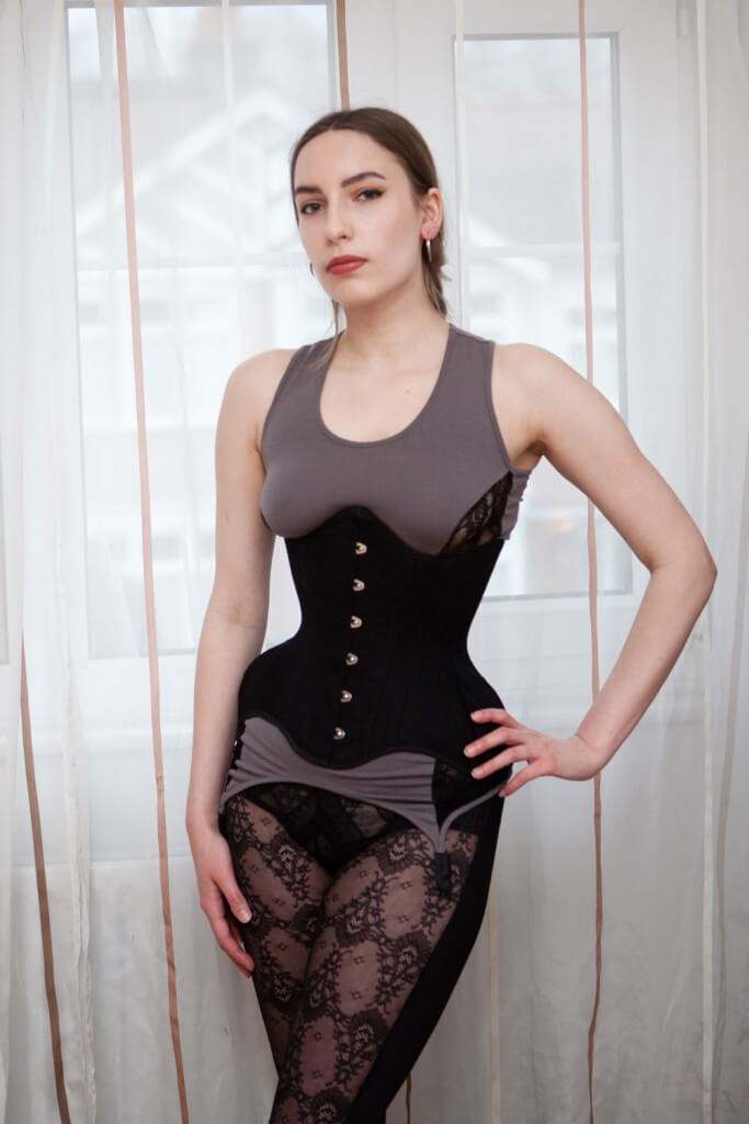 c4e0af5d14a Review  Tightlacing Off-The-Rack Corsets Under  100