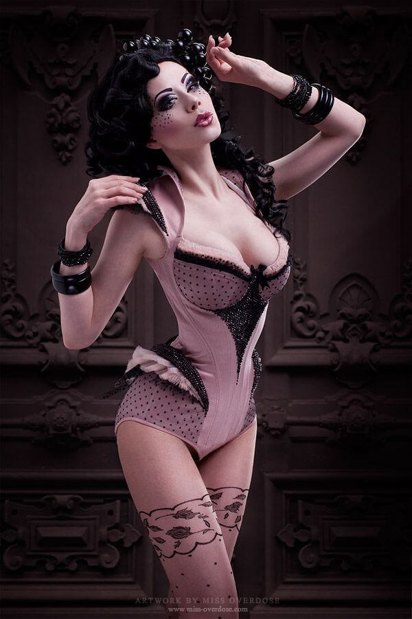 Corset: Royal Black / Model: Ophelia Overdose