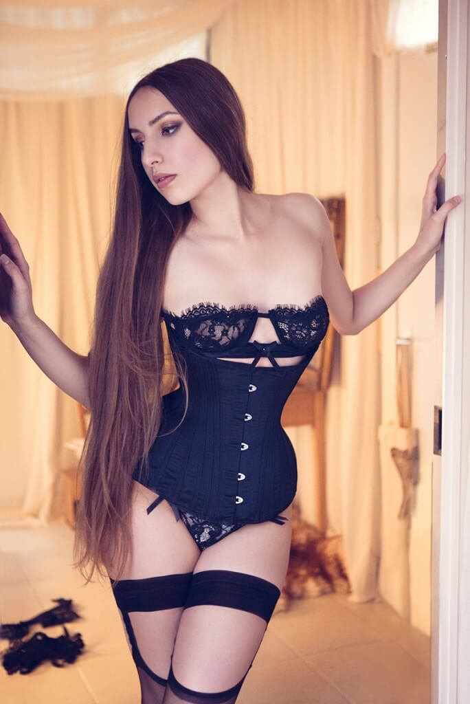 A corset should be a good fit for your body from the first time you put it on. Corset by Sparklewren Lingerie by Karolina Laskowska Photography by InaGlo Photography
