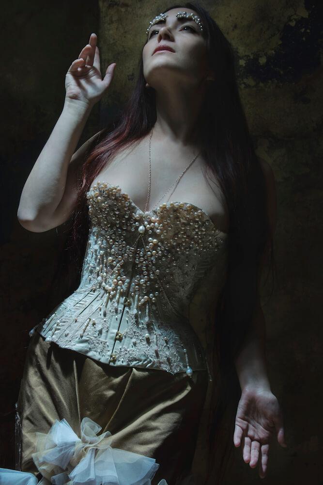 Sparklewren Oxford corset | Model: Victoria Dagger | Photo © Sparklewren