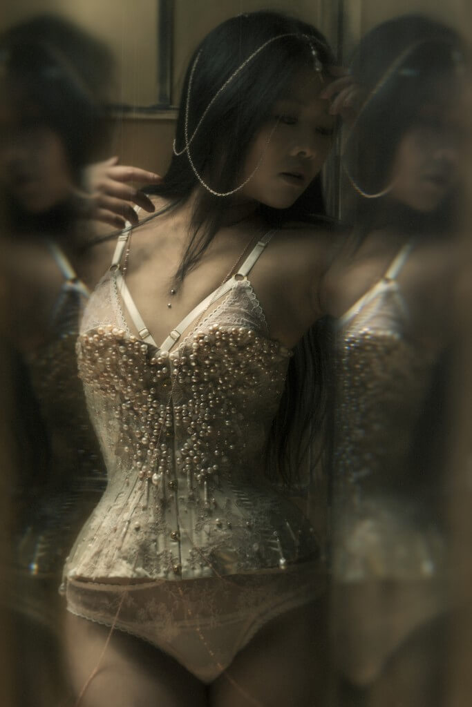 Corset and photography by Jenni Hampshire/Sparklewren, modelled by Twig.