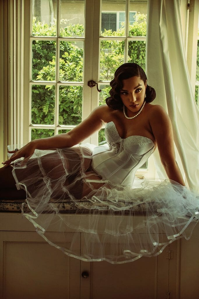 A Hollywood Heroine: Vintage Inspired Fashion Lingerie Editorial