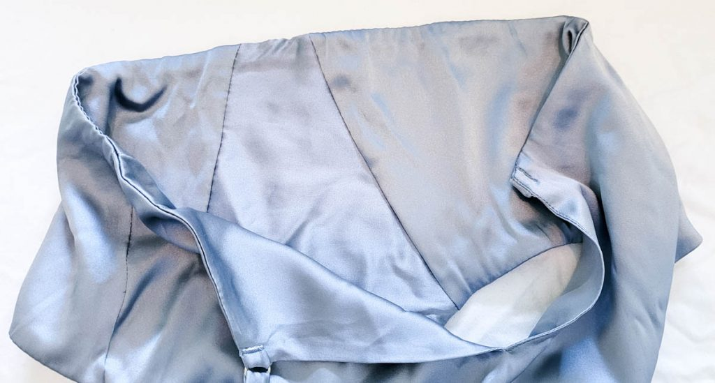 The knickers are fully lined in silk and 'bagged out'; almost all of the stitch work is invisibly concealed on the inside of the garment. Knickers by Fréolic London, photography by K. Laskowska