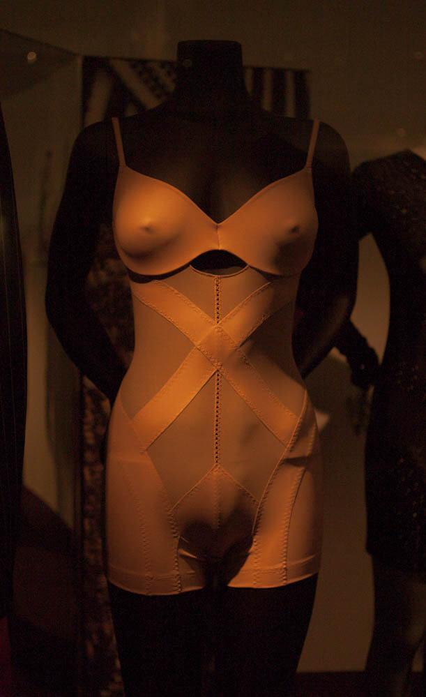 Victoria and Albert Museum - La Perla shapewear