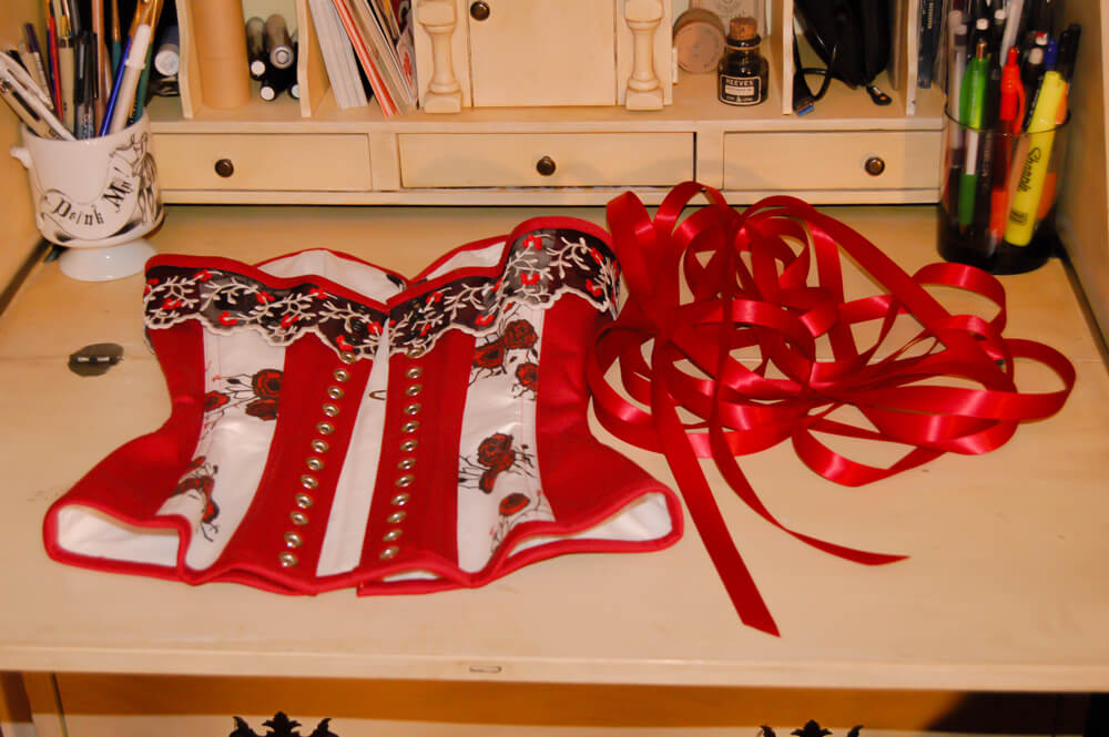 Corset lacing tutorial. Corset by Pop Antique.