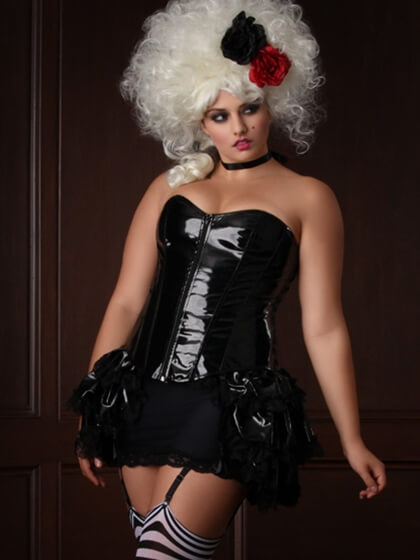 hips_and_curves_halloween_lookbook_marie_antoinette_2