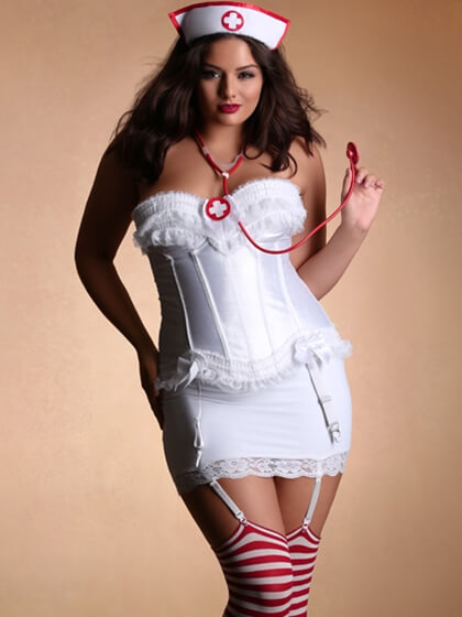hips_and_curves_halloween_lookbook_nurse_3