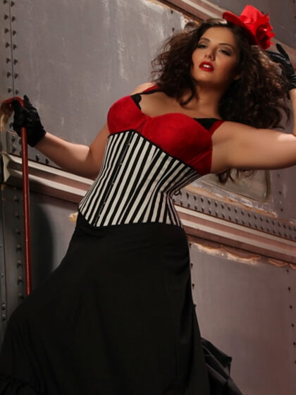 hips_and_curves_halloween_lookbook_vaudeville_vamp