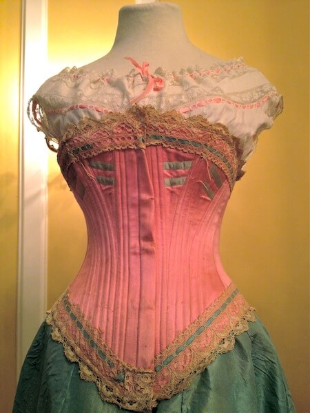 lace_embrace_antique_pink_corset