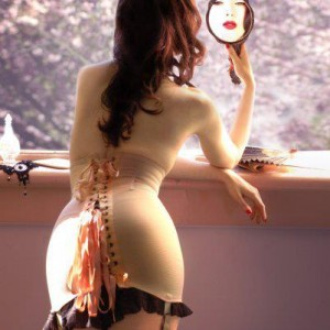 Summertime Cinching: Tips for Wearing Corsets in Warmer Weather