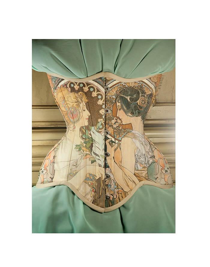 mucha corset 1